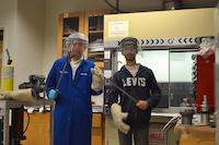 24AUG2017 ウラン化合物の遠心分離をする柳澤准教授とRan博士 @ UC San Diego